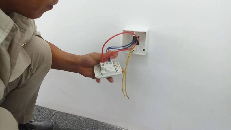 Cách khắc phục dây điện âm trần bị chập