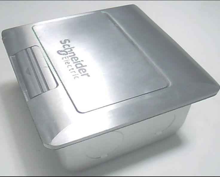 Ổ cắm âm sàn Schneider màu bạc