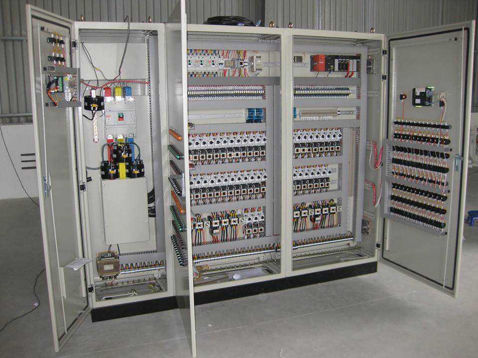 Sắp xếp các thiết bị trong tủ điện công nghiệp