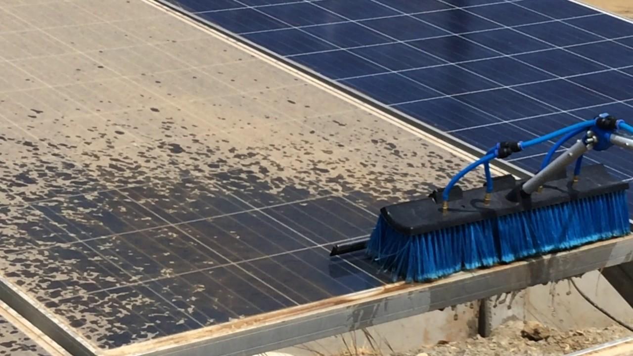 Vệ sinh pin năng lượng mặt trời